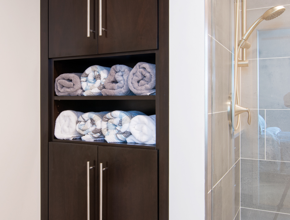main-bathroom-towel-rack